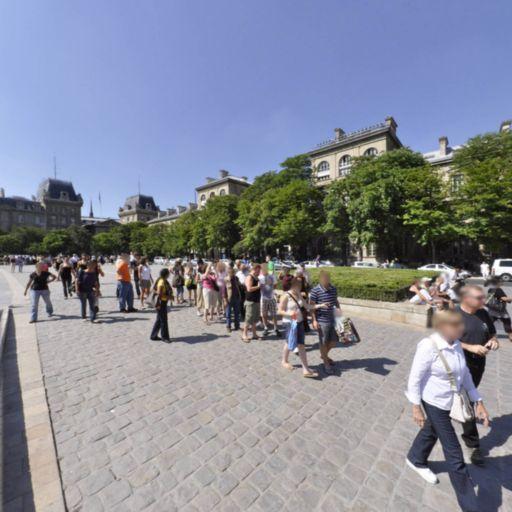 Parvis Notre-Dame - Attraction touristique - Paris
