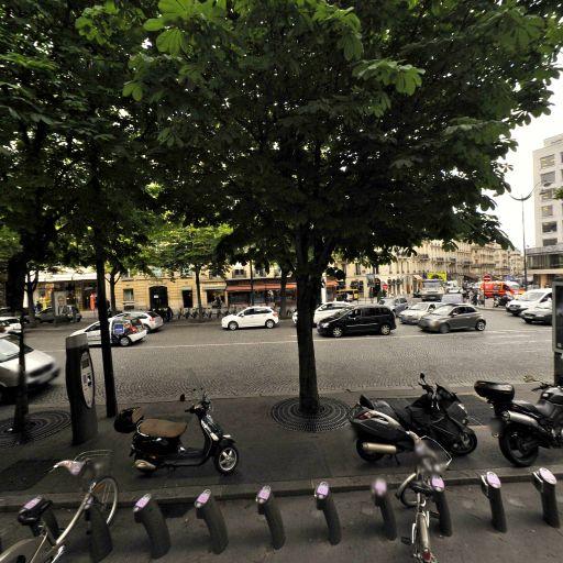 Station Vélib' Georges V - François 1er - Vélos en libre-service - Paris