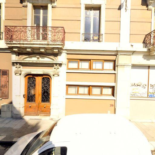 Togo - Vente et location d'instruments de musique - Grenoble