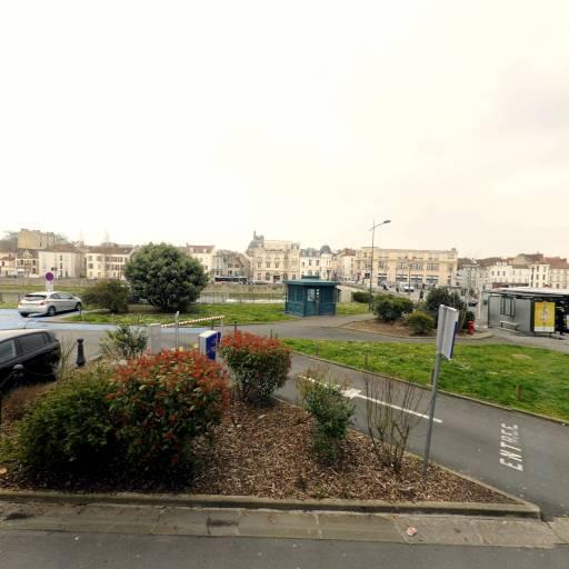 Place Praslin - Parking public - Melun